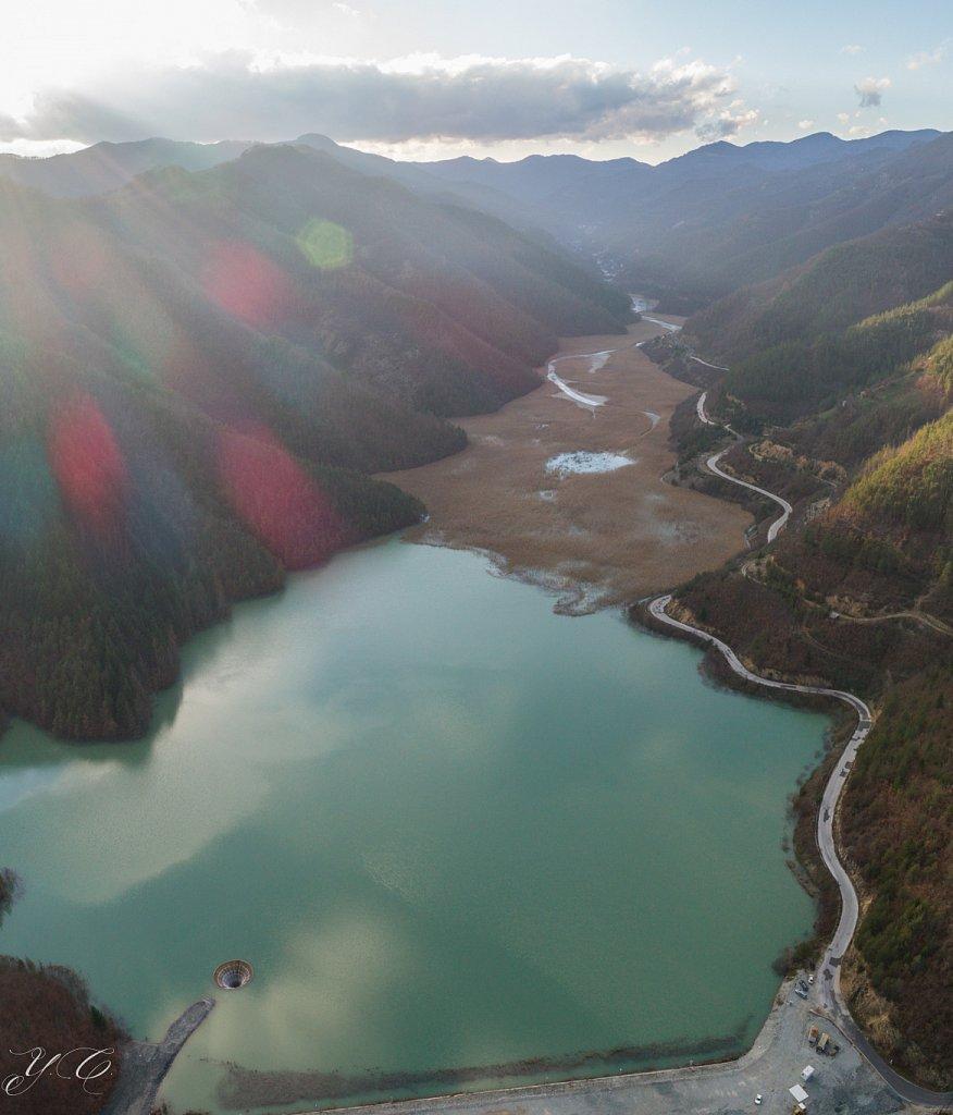 Тюркоазената река Ерма